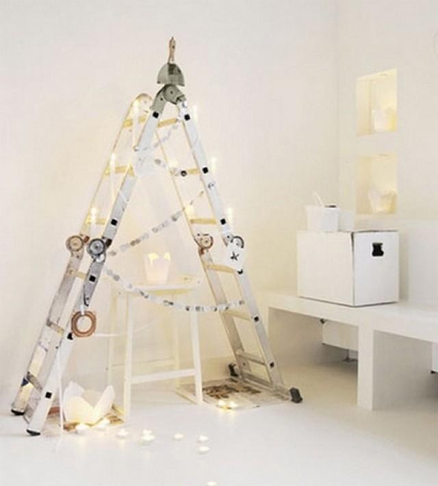arbol de navidad con escalera