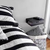 Una mesa de luz compacta, minimalista y liviana ⠀ que te permite limpiar las grandes cantidades de pelusa⠀  (de origen desconocido 😕) ⠀ que se junta abajo y cerca de la cama⠀ con un espacio de guardado para la lectura previa al sueño ⠀ y pasa cables para velador o celular ( datos y wi fi apagados cerca de la cama 🙏) ⠀ Todo con un toque mágico de @melpitluk ✨  📸 GRACIAS POR LA FOTO ! ⠀ ⠀ En blanco y negro ! conseguila en MUETT.COM⠀ ⠀ #diseño #diseñointerior #interiorismo #interior #diseñoindustrial #diseñoargentina #industriaargentina #industrialdesign #arquietectura #decohome #dormitorio #bedroom #bedroomdecor #homedecor #mueblesmodernos #minimalismo #interiordesign